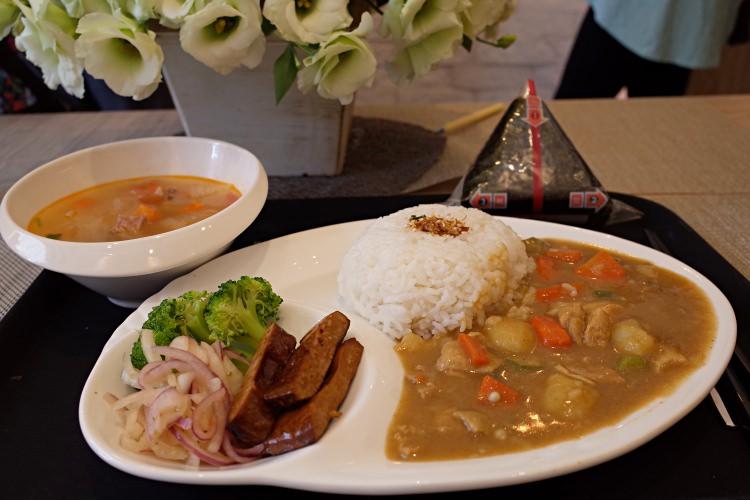 彰化美食|小米粒手作米飯糰 手做料理蔬菜羅宋湯