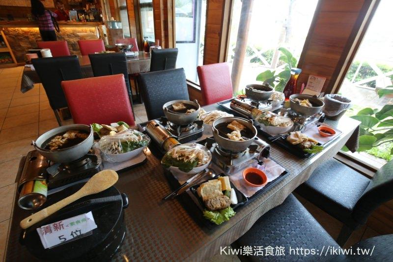 新社美食 來台中新社必推菇菇部屋 滿桌菇菇料理大餐很實吃