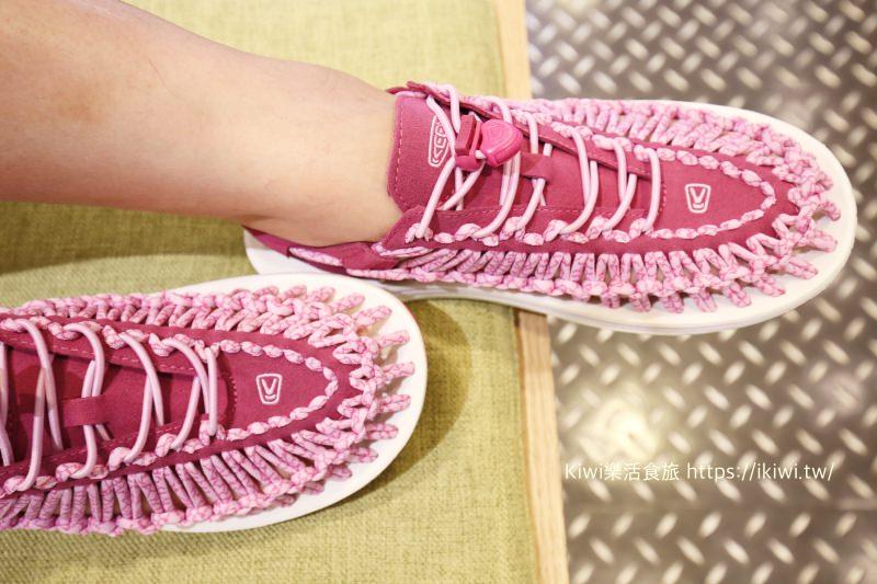 戶外活動休閒鞋推薦|COMO STORE提供全方位的機能舒適鞋品牌 UNEEK時尚編織涼鞋、OOFOS肌力恢復紓壓鞋,Joya瑞士健康鞋。滿足休閒、健走、戶外等各種需求