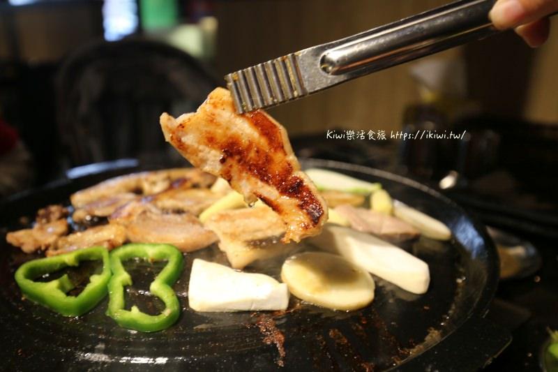 豬對有韓式燒肉吃到飽|彰化韓式燒烤吃到飽,十幾種肉任君挑選,多樣蔬菜、小菜、無限量供應,附帶部隊鍋
