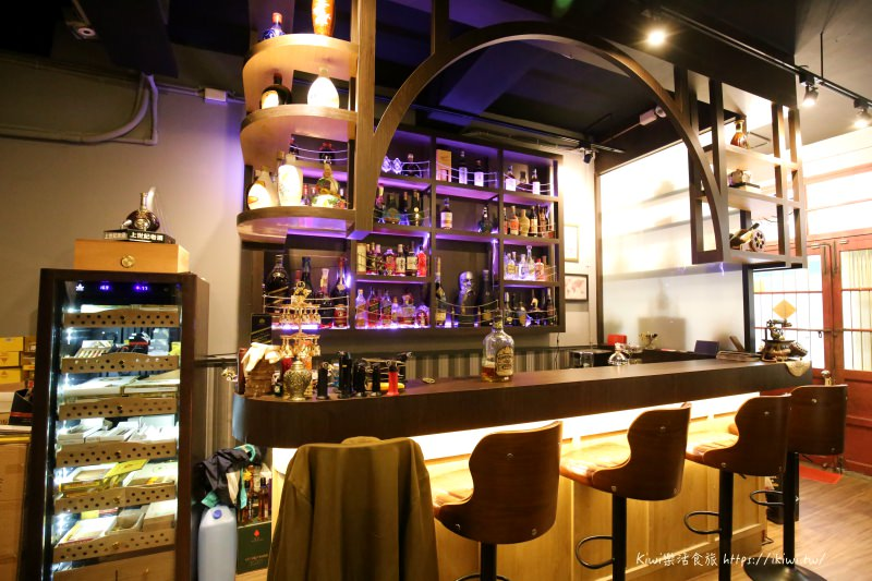 彰化上世紀老酒茄館|彰化市夜晚酒吧 微醺之夜來淺嚐一杯老酒、雪茄