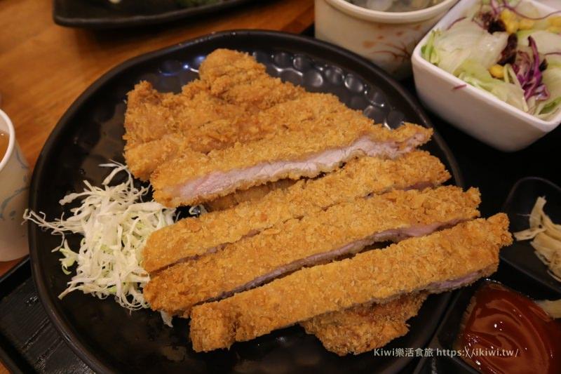 台中小莊壽司平價日式料理|大胃王必吃比臉大的炸豬排套餐必點,兩塊豬排好虐心!