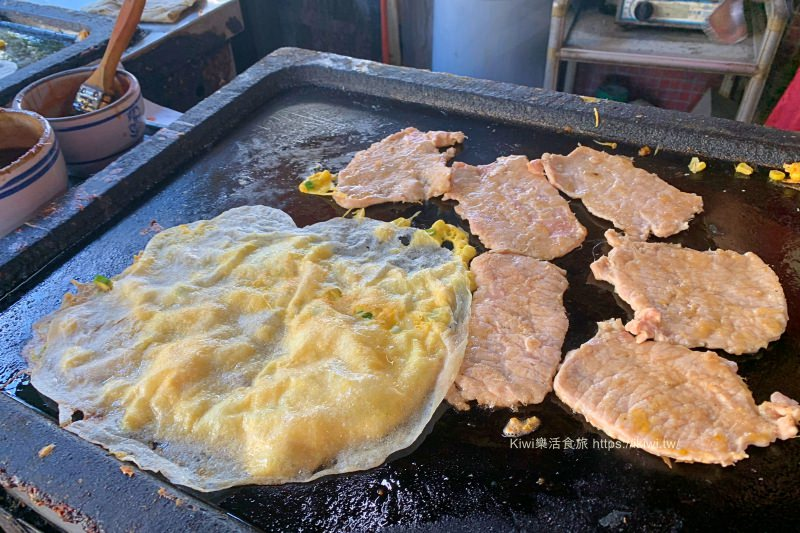 彰化榕樹下早餐店|豬肉蛋餅超推,特製薄皮蛋餅如絲一次吃兩個才過癮(彰美路過溝仔美食、近民生地下道)