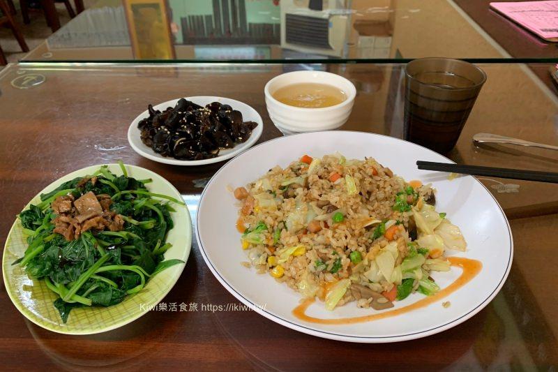 彰化本信養生蔬食|彰化素食推薦養生香菇炒飯、蚵仔煎,平價大份量料理