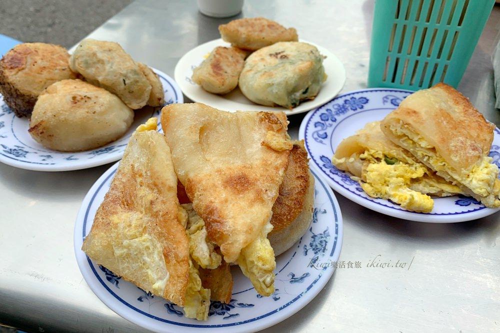 彰化華陽公園早餐|彰化假日限定早餐手作蛋餅20元,手作蛋餅皮麵粉香四溢,搭配餡餅、韭菜盒,超美味。