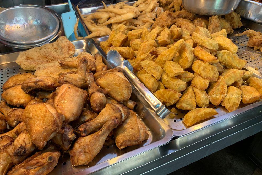 彰化櫻花市場炸雞美食|彰化隱藏鹹酥雞、大塊地瓜、雞翅超推!黃昏市場裏,中央路橋旁