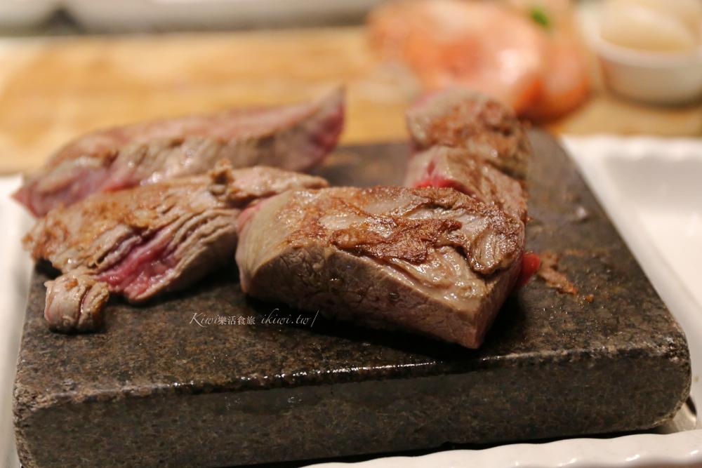 台中凱恩斯岩燒餐廳|台中公益路美食,火山岩板烤冷藏牛豬雞,經典海陸雙人套餐,聚會慶生好去處