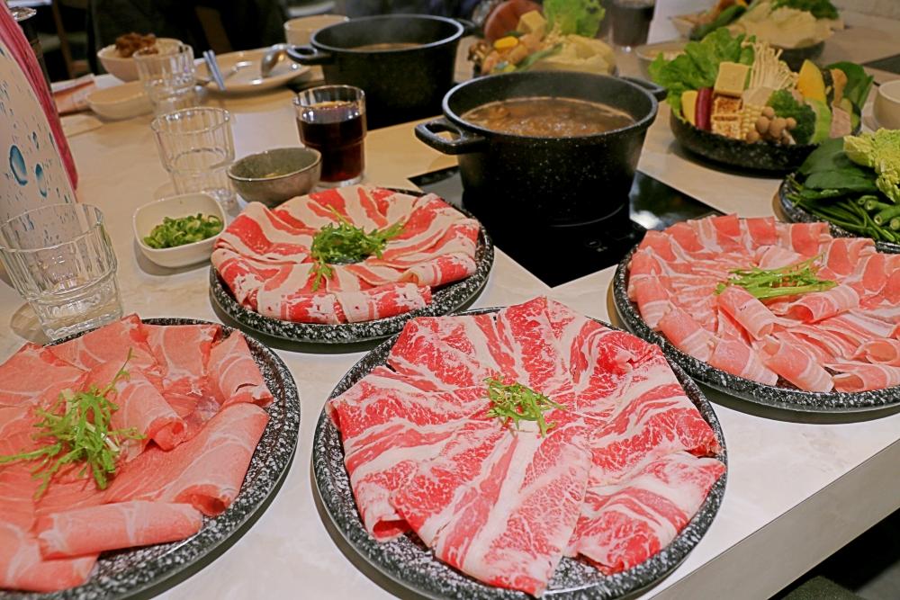 台中火鍋推薦暖然鍋物|北屯美食,暖然鍋物,剝皮辣椒湯頭溫潤涮肉好吃,聚會好場所