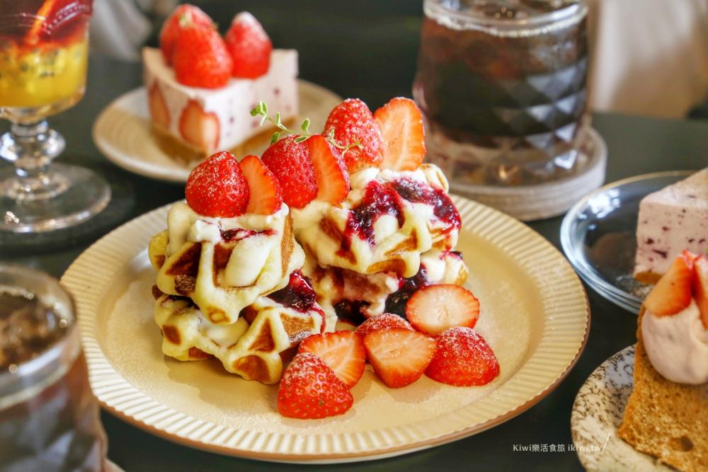 台中珘墨Weekend coffee草莓鬆餅