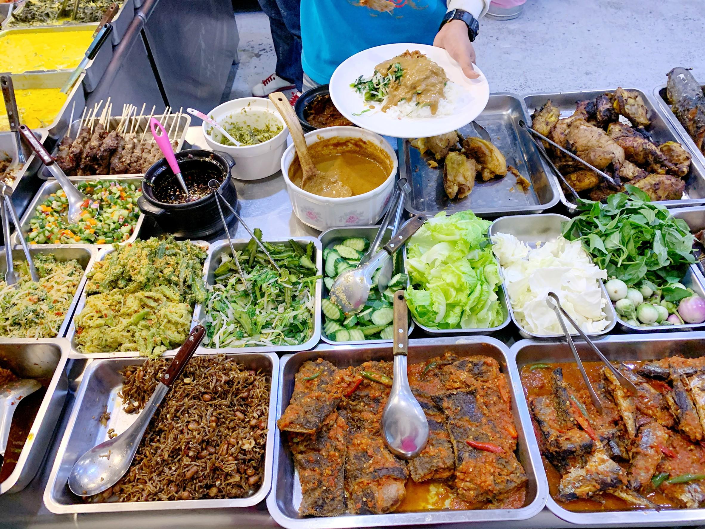 彰化市ummi印尼料理|彰化超厲害的印尼料理,一開店就人潮不斷!自助bar 簡餐 特殊的百變咖哩.沙嗲彰化市火車站附近美食推薦