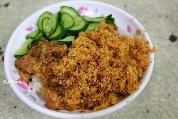 彰化市美食|鳳山米糕搭四神湯 南部口味米糕配魚鬆小黃瓜(食尚玩家推薦)