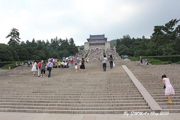 【大陸南京景點】中山陵(國父陵寢) @莊嚴不失尊重,步行來回約25分鐘左右